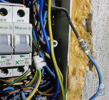 Opravu elektroinstalace v rodinném domku: rozvadec_pred