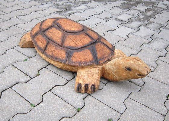 Výroba dřevěné sochy