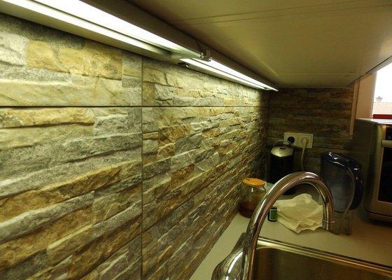 Obložení stěny u kuchyňské linky