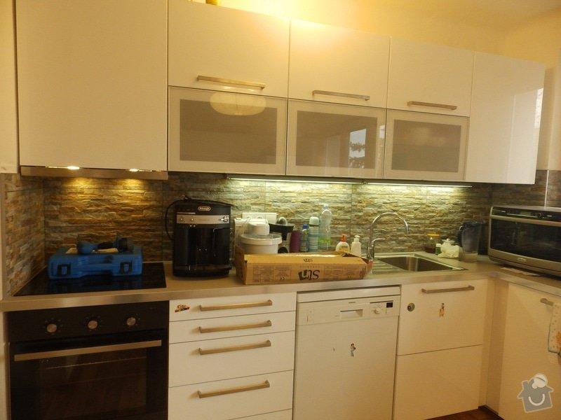 Obložení stěny u kuchyňské linky: PC040422