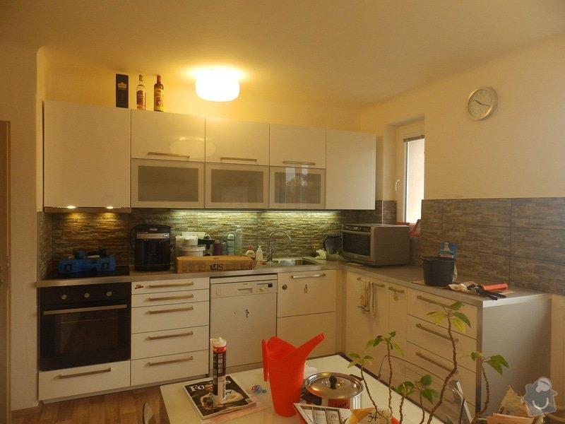 Obložení stěny u kuchyňské linky: PC040423