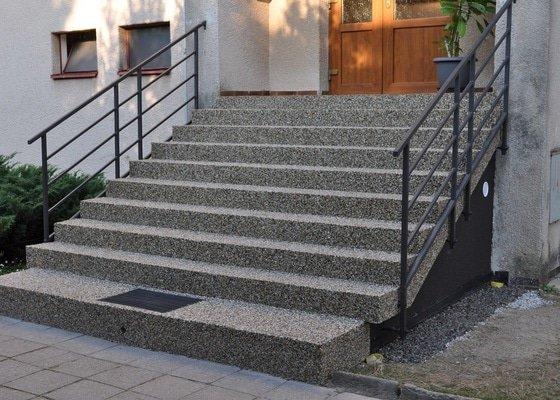 Rekonstrukce vstupních schodů a podest