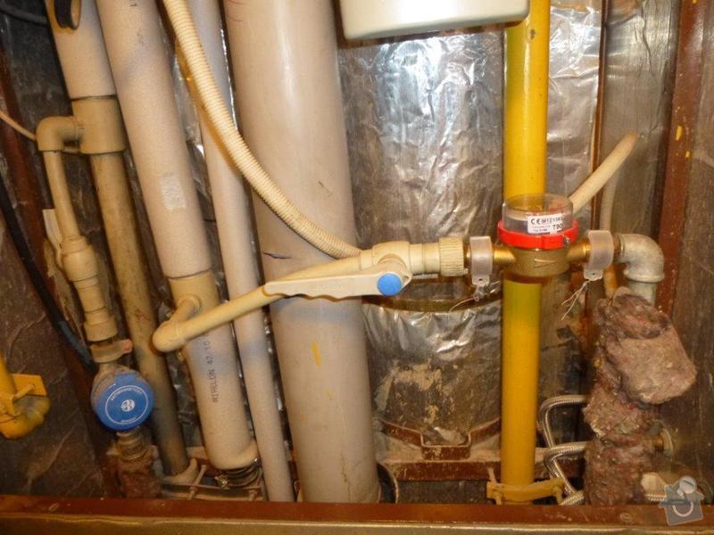 Výměna kovového ležatého rozvodu vody v panelovém bytě. : P1060135
