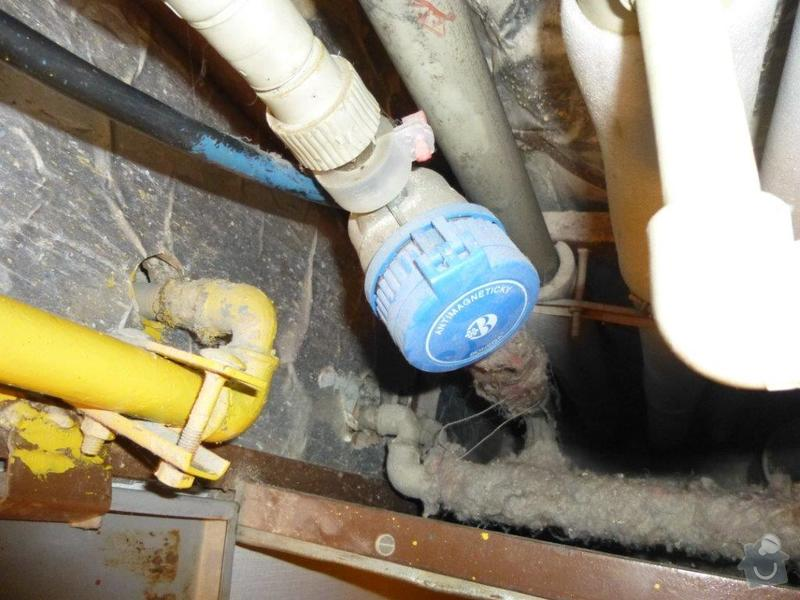 Výměna kovového ležatého rozvodu vody v panelovém bytě. : P1060141