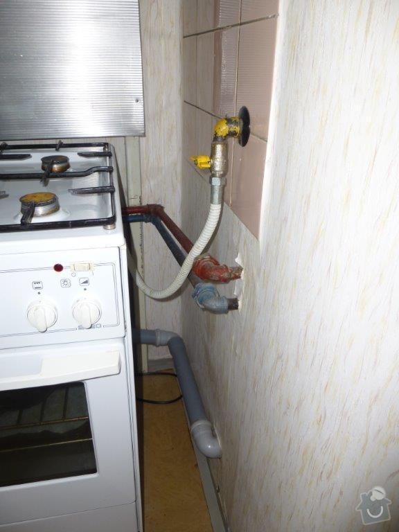 Výměna kovového ležatého rozvodu vody v panelovém bytě. : P1060144