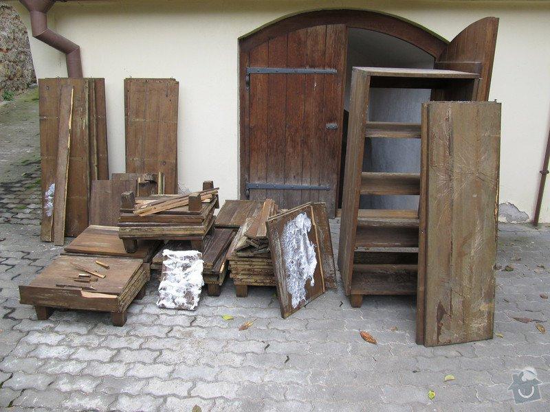 Sanaci dřevěných regálů v radniční vinotéce: pred_renovaci