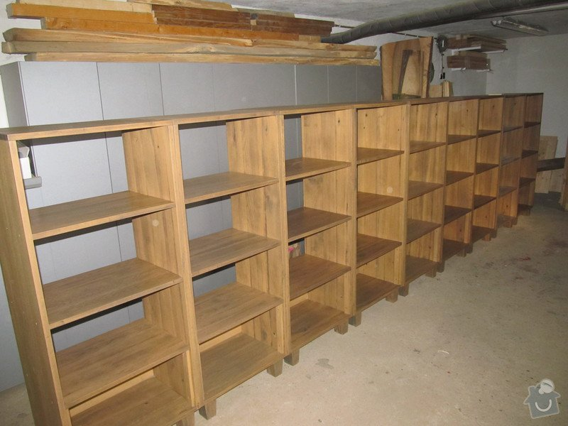 Sanaci dřevěných regálů v radniční vinotéce: po_renovaci