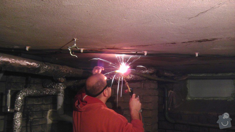 Zkrácení plynové trubky a zprovoznění kotle na zimu: Kaska_kotel