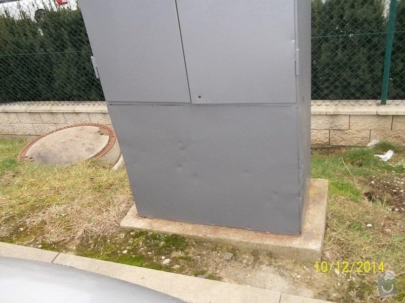 Oplechování spodní části venkovního rozvaděče: rozvadec_parkoviste_004