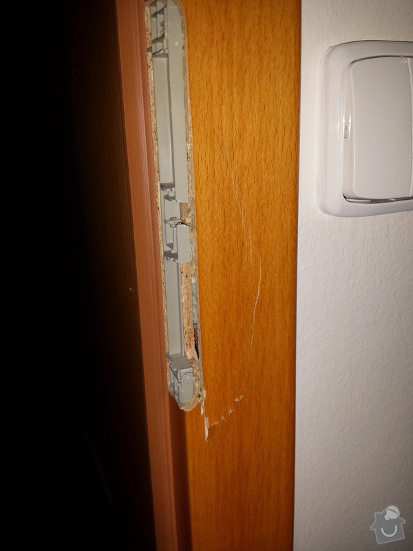 Drobná oprava (úprava) poškozené dřevené zárubně: IMG_20141210_213834