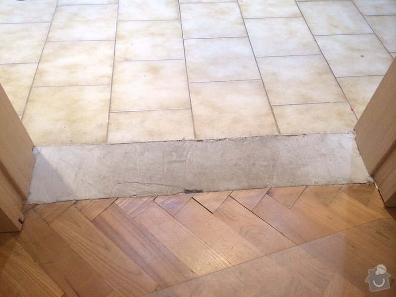 Práce pro hodinového manžela nebo kutila - nalepení vynilu na beton pro vytvoření přechodu mezi dvěma podlahami: obrazek_1_1_