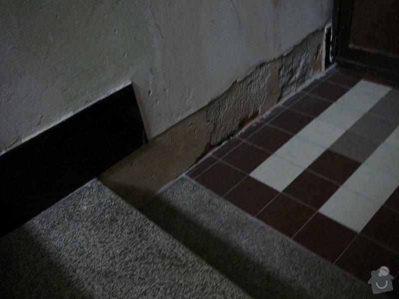 Oprava dlažby kolem schodů na chodbě v bytovém domě: P1080984