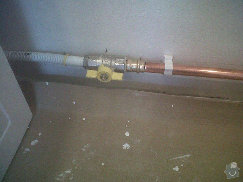 Posunutí uzávíracího plyn.ventilu ke sporáku: IMG00650-20141212-1315