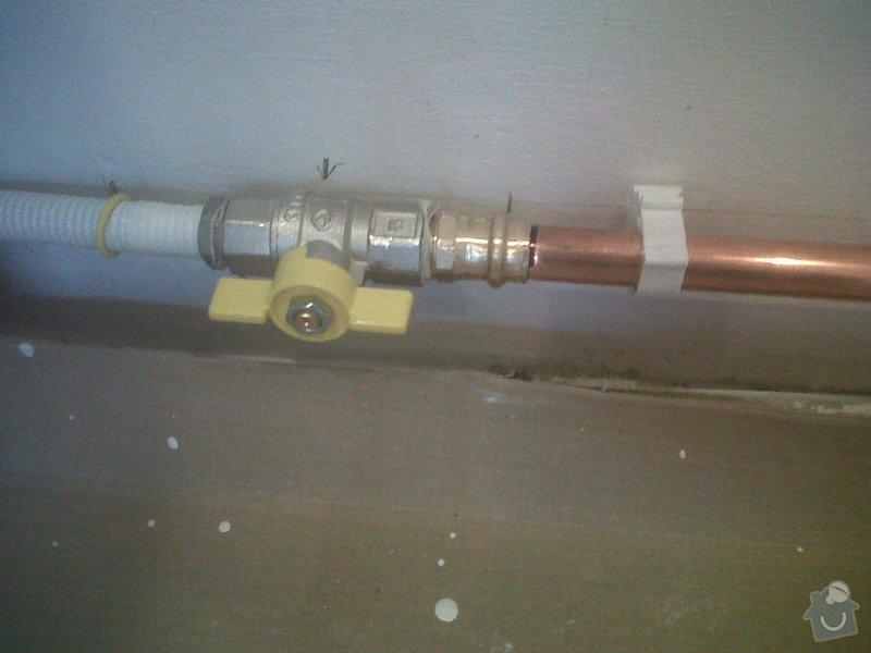 Posunutí uzávíracího plyn.ventilu ke sporáku: IMG00649-20141212-1314