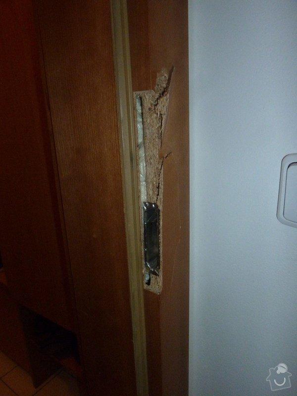 Oprava poškozené zárubně (dřevotříska): P1100944