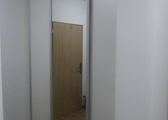 Posuvné dveře v trojkolejnici