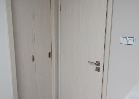 Dodávka a montáž vnitřních dveří a obložkových zárubní-RD Háje