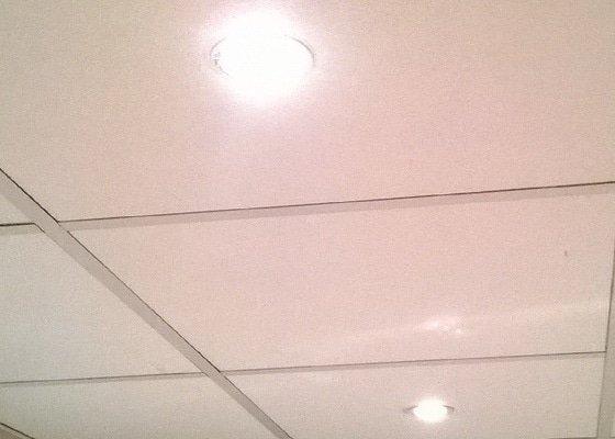 Elektrikáři, nová instalace bodovek v koupelně