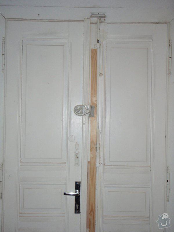 Renovace vstupních dvoukřídlých dveří: P1080125