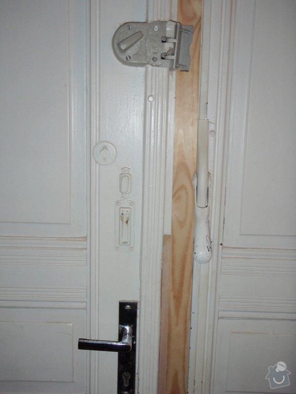 Renovace vstupních dvoukřídlých dveří: P1080127