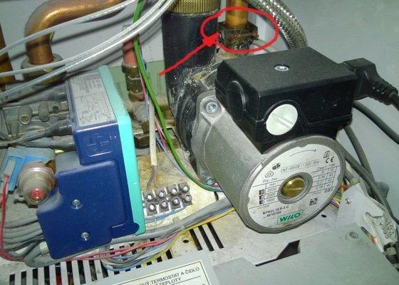 Oprava protékajícího plynového kotle Protherm
