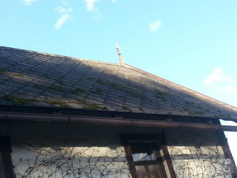 Renovace eternitové střechy - vyčištění a nátěr: 20150110_135322