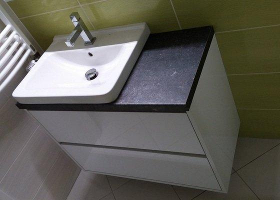 Nábytek do koupelny + moderní konferenční stolek
