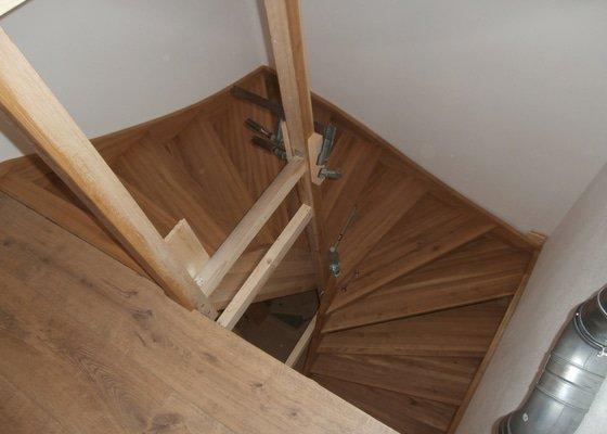 Truhlářské práce - schody dub