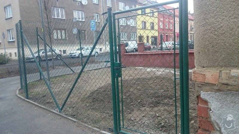 Rekonstrukce střechy,postavení lehkého plotu,postavení zdí z KB bloku,dlažba: DSC_0057
