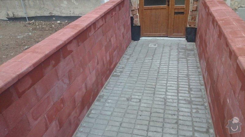 Rekonstrukce střechy,postavení lehkého plotu,postavení zdí z KB bloku,dlažba: DSC_0058