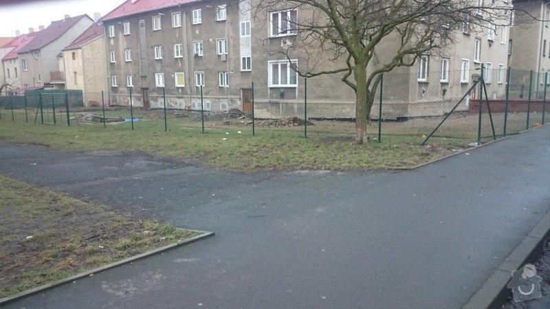 Rekonstrukce střechy,postavení lehkého plotu,postavení zdí z KB bloku,dlažba: DSC_0059