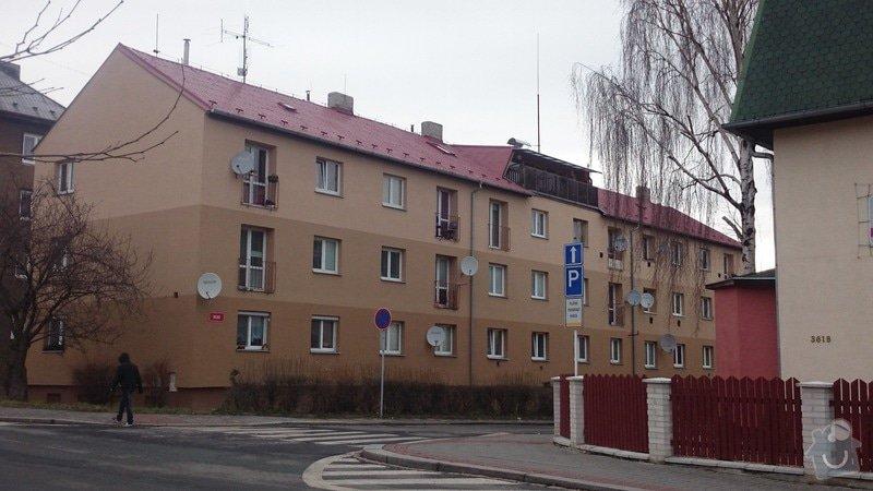 Rekonstrukce střechy,oprava fasády,výměna vchodových dveří,drenáž okolo domu: DSC_0092