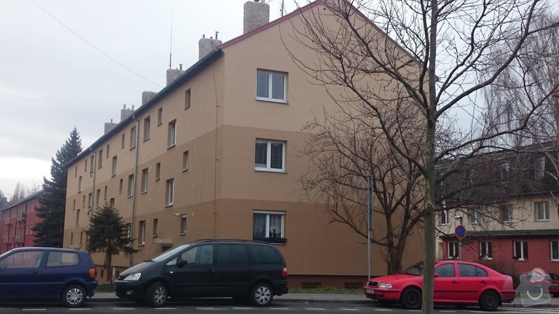 Rekonstrukce střechy,oprava fasády,výměna vchodových dveří,drenáž okolo domu: DSC_0093