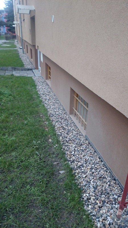 Rekonstrukce střechy,oprava fasády,výměna vchodových dveří,drenáž okolo domu: DSC_0095