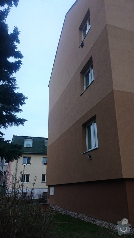 Rekonstrukce střechy,oprava fasády,výměna vchodových dveří,drenáž okolo domu: DSC_0102