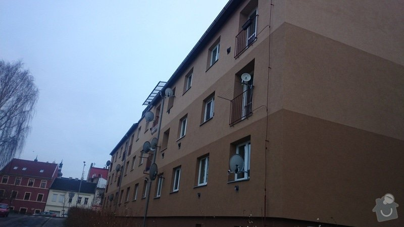 Rekonstrukce střechy,oprava fasády,výměna vchodových dveří,drenáž okolo domu: DSC_0104