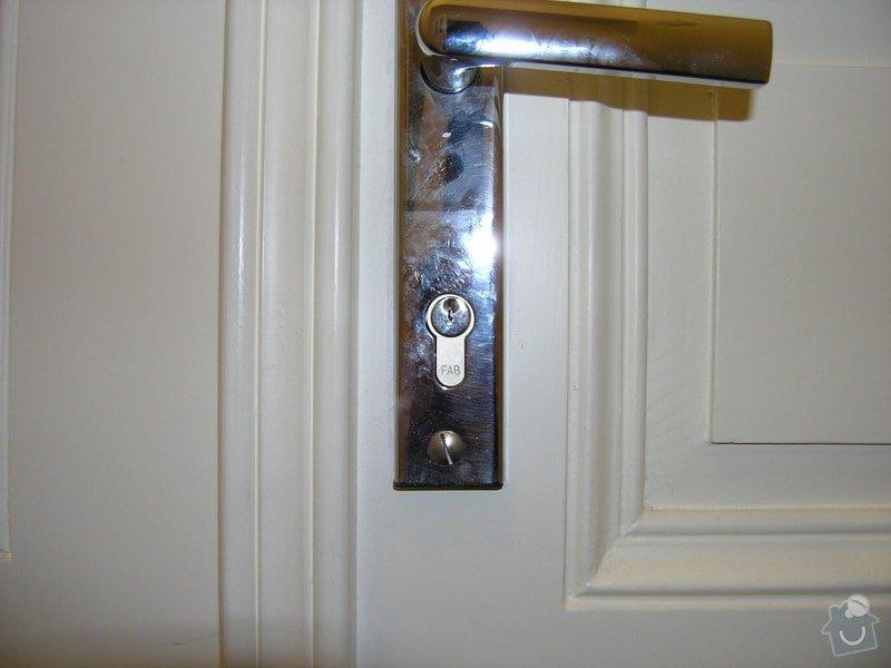 Zámečník pro výměnu vložky a kování (dveře do bytu): P5011782