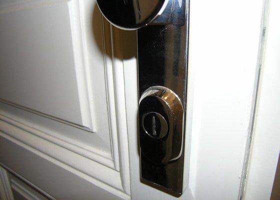 Zámečník pro výměnu vložky a kování (dveře do bytu)