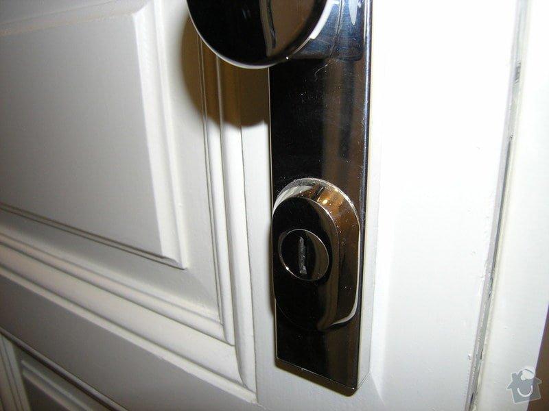 Zámečník pro výměnu vložky a kování (dveře do bytu): P5011786