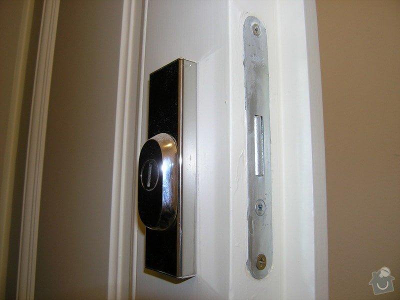 Zámečník pro výměnu vložky a kování (dveře do bytu): P5011787