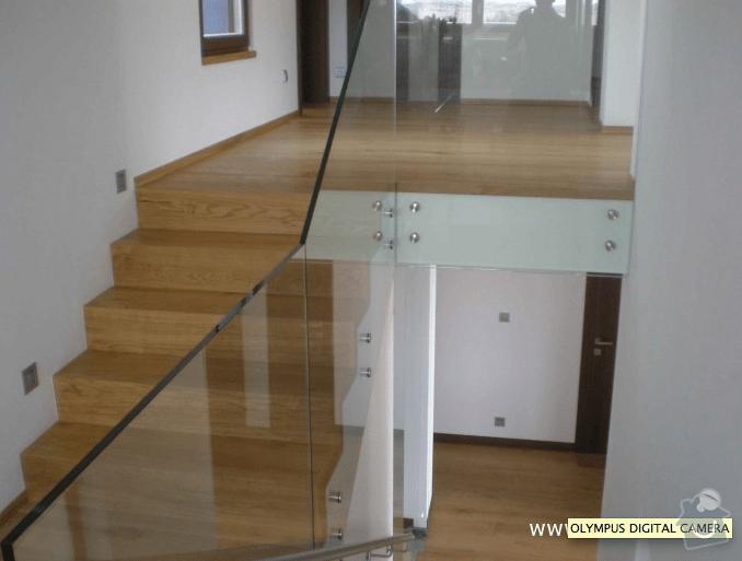 Skleněné zábradlí schodiště : zbradli_reference