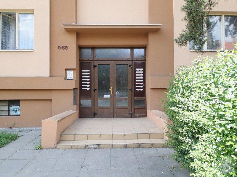 Oprava dlažby schodiště, rekonstrukce venkovních portálů - pokládka nové dlažby, renovace zídek: P6030006