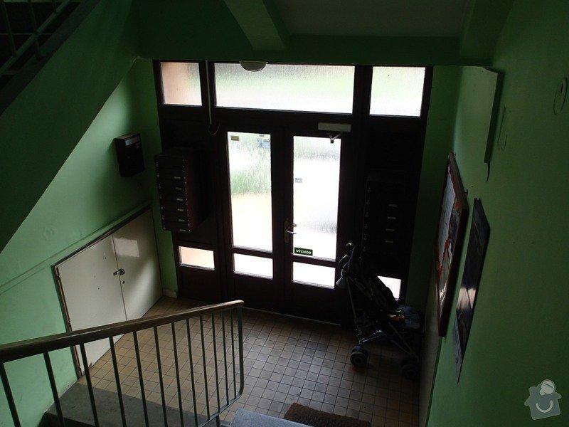 Oprava dlažby schodiště, rekonstrukce venkovních portálů - pokládka nové dlažby, renovace zídek: P8040019