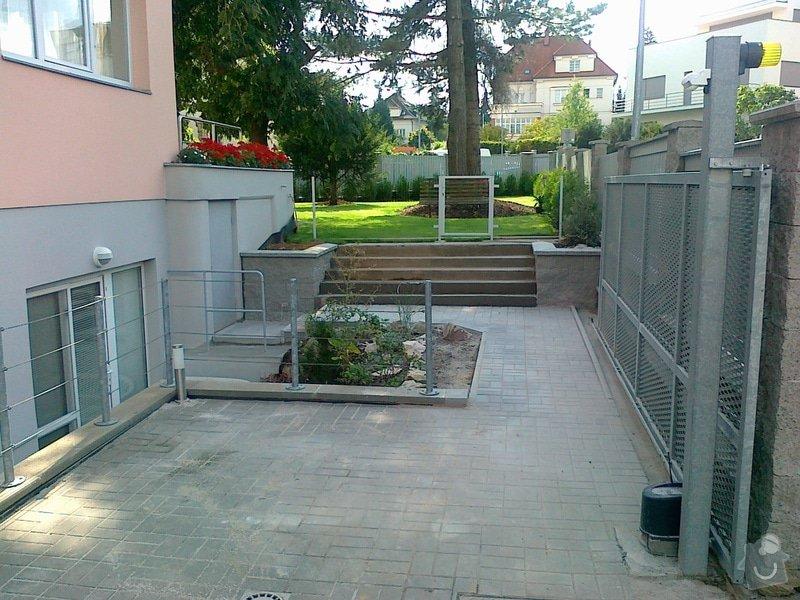 Rekonstrukce parkovacího stání, nový chodník: 06082014721