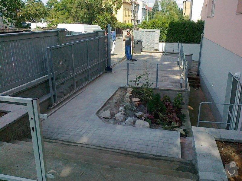 Rekonstrukce parkovacího stání, nový chodník: 06082014722