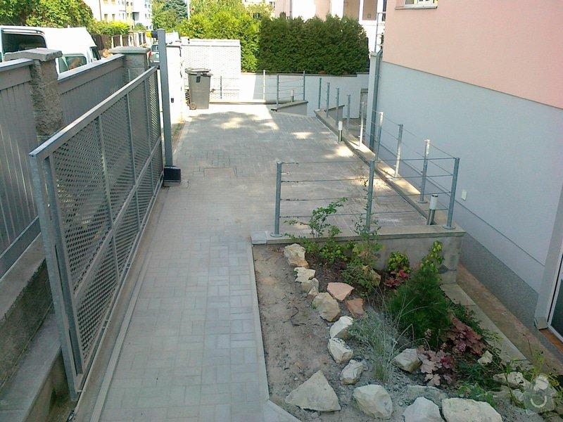 Rekonstrukce parkovacího stání, nový chodník: 06082014723