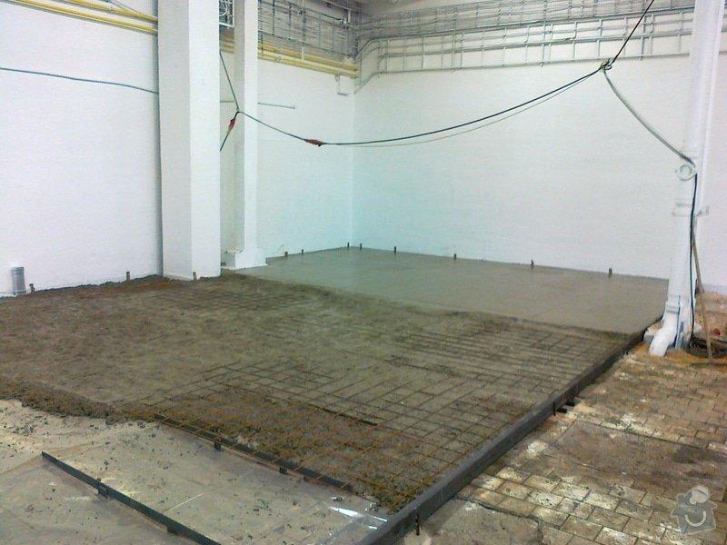 Betonáž podlahy v hale, panelové plochy: 070120151043