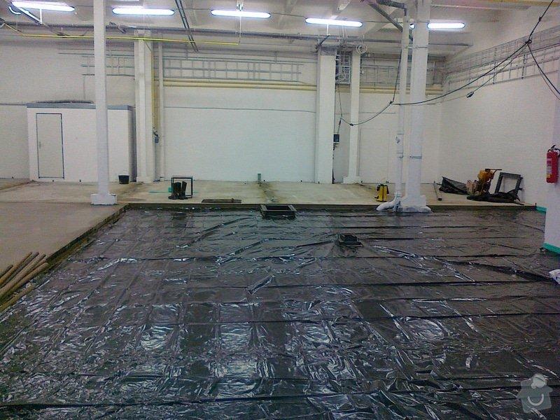 Betonáž podlahy v hale, panelové plochy: 080120151052