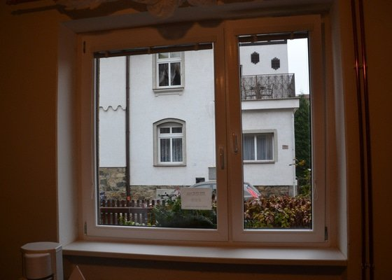 Výměnu dřevěných za plastová okna