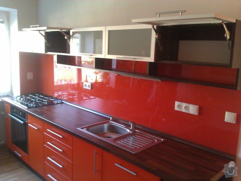 Kuchyňská linka,obložení schodů,vybavení předsíně: kuchynska_linka1